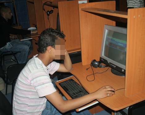 2014-cyber_cafe_704565956